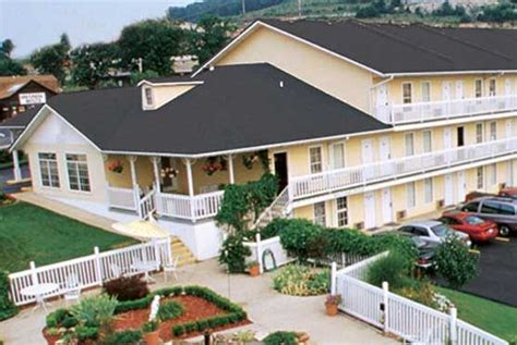 honeysuckle inn branson branson hotels lodging branson cabins condos resorts