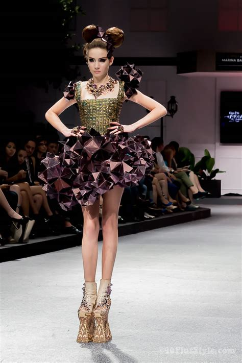 guo pei fashion show  singapore  completely wowed