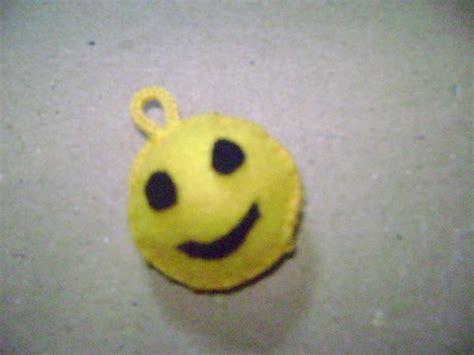 cara membuat gantungan kunci emoticon flanel cara membuat gantungan kunci smile dari kain flanel