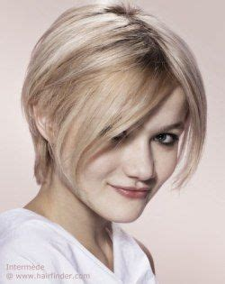short wedge haircuts with middle part blonde pixie cut with a middle part short hairstyles