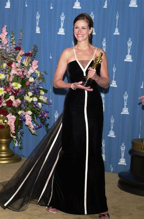film oscar julia roberts julia roberts in vintage valentino academy awards 2001