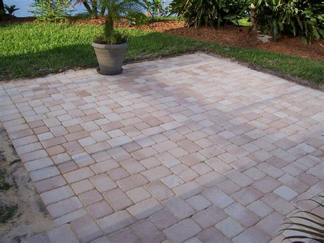 Outdoor Patio Pavers Designs Raised Paver Patio Designs Easy Patio Paver Ideas
