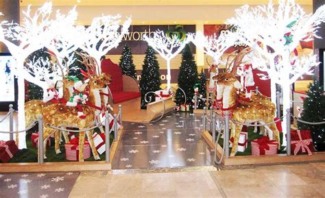 shopping decorations woodgrove shopping centre decoration installations