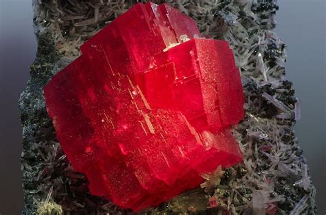 thesweethome com file the searchlight rhodochrosite crystal jpg wikimedia
