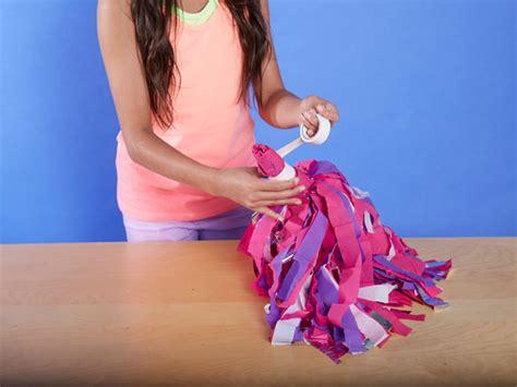 How To Make Cheerleading Pom Poms With Crepe Paper - diy cheerleading pom poms