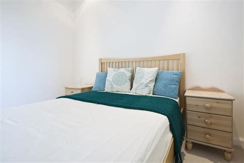 da letto particolare stanza da bagno di lusso moderna con le pareti lapidate