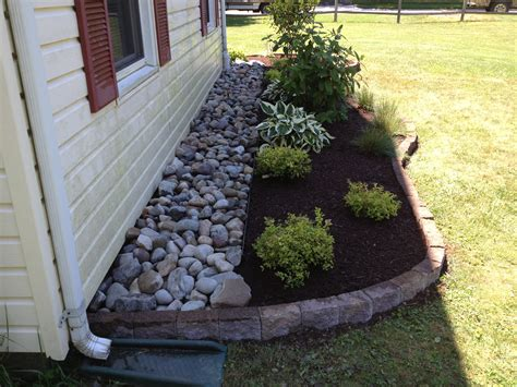 Landscape Rock Around House Bugs Can Be A Problem When Mulch Is To The House