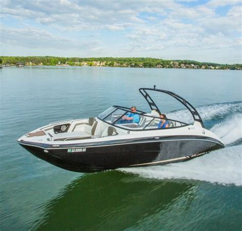 boat detailing lake anna va lake country marine 2015 yamaha boats 24 ft 242 limited