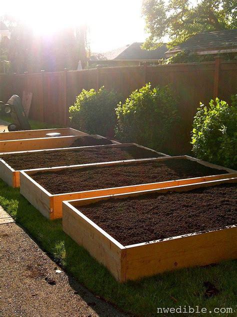build  simple raised bed vegetable garden design