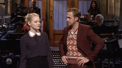 emma stone ryan gosling snl saturday night live gif find share on giphy