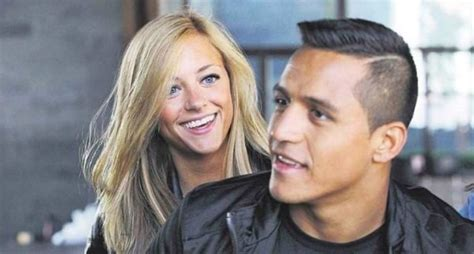alexis sanchez wife laia grassi deletes all instagram pictures of arsenal s