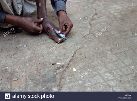 Addict In The News Addict by A Homeless Addict Injects Heroin On A New Delhi