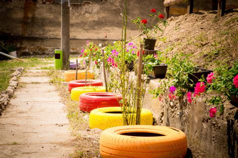 Tires As Planters by 29 Flower Tire Planter Ideas For Your Yard And Home