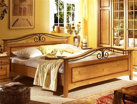 Schlafzimmer Neapel by Schlafzimmer Neapel Pinie Honig Bett 180x200 Nachttisch