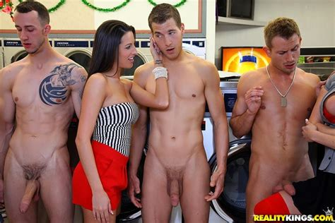 Cfnm Nude Men Posing Hot Girls Wallpaper