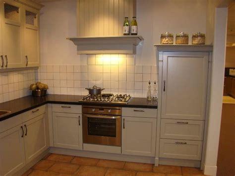 schouw maken voor afzuigkap afzuigkap schouw keuken werkspot