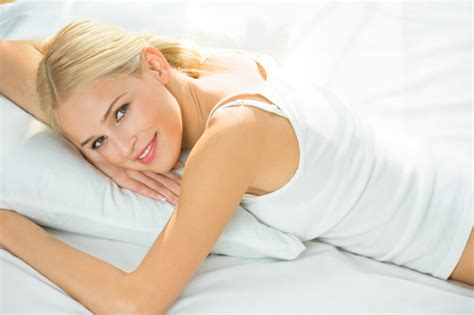 naked woman in bed how to keep your mattress smelling fresh