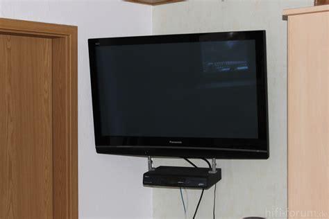 fernseher in der wand verstecken yarial tv wandhalterung kabel verstecken