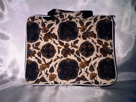 Harga Kaos Fendi Asli tas laptop batik uk 12 inch suzan collections