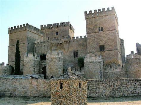 libro castillos y fortalezas de vida y muerte en un castillo medieval