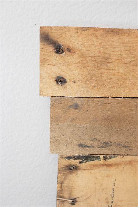 kopfteil aus paletten kopfteil f 252 r bett aus europaletten selber bauen diy