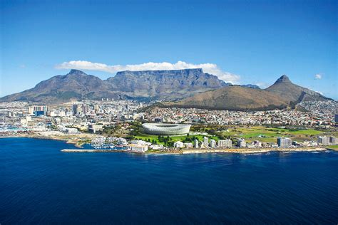 international travelleratop table mountain in cape town