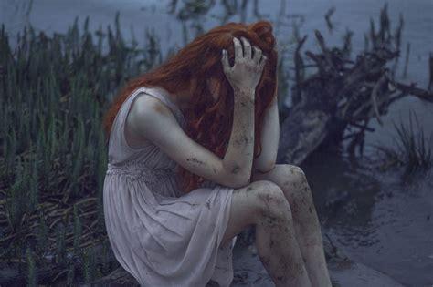 imagenes de mujeres llorando con frases 10 historias de profunda tristeza en dos frases marcianos
