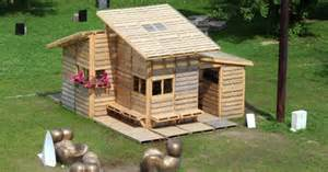 cabin made of 100 pallets tiny houses