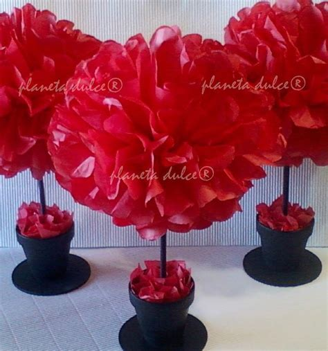 centro de mesa pompon flor en papel de seda planeta dulce 174 mesas