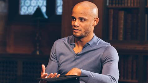 Alliance Manchester Part Time Mba by City Captain Vincent Kompany Graduates With Masters