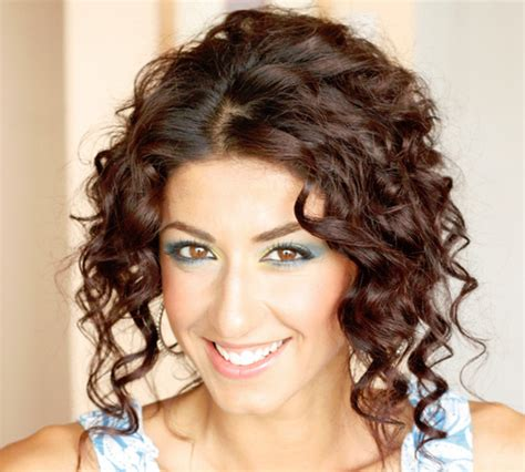 cute hairstyles with curly hair 35 cute hairstyles for medium hair which look splendid