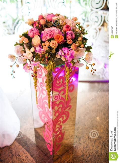 Vase Decoration With Flowers by Flowers In A Vase Royalty Free Stock Photography Image