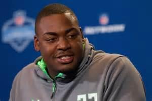 chris jones has quot wardrobe malfunction quot during 40 yard dash