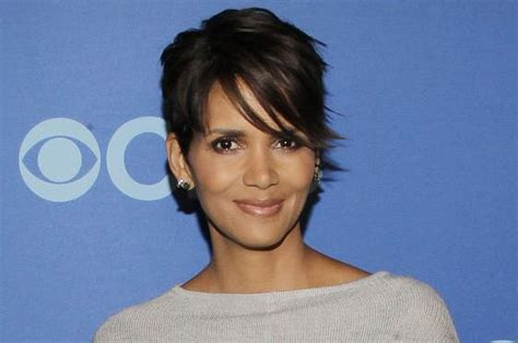 halle berry extant haircut extant star halle berry believes in extraterrestrial