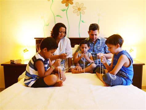 imagenes de la familia rezando a import 226 ncia da ora 231 227 o do ros 225 rio em fam 237 lia