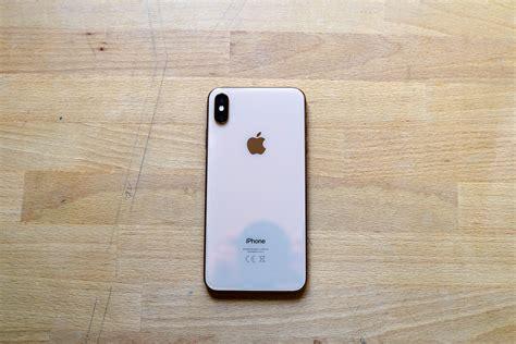 iphone xr iphone xs iphone xs max apple l admet les noms de ses smartphones n ont pas de