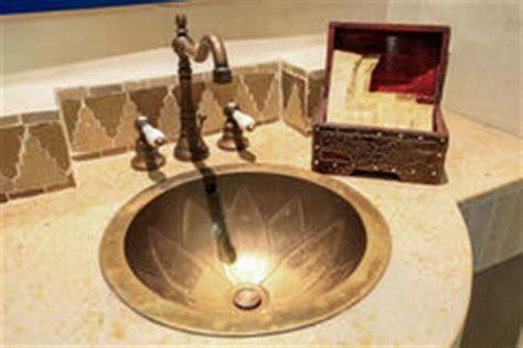 größe eines badezimmers marokkanisches badezimmer stockbild bild keramisch