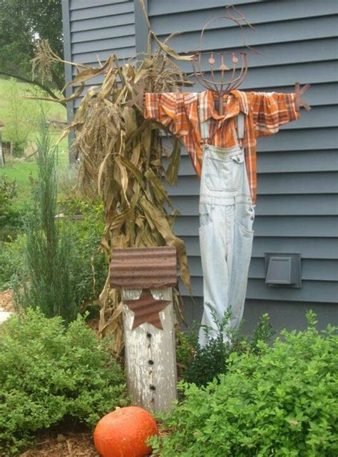 Scarecrow Garden Decor This Autumn Decoration Decorating For Fall Pinterest Autumn Decorations Autumn And