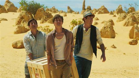 tre uomini e una tre uomini e una bara la recensione della commedia