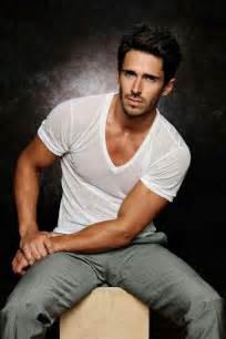 man male model brandon beemer fitted vneck t shirt