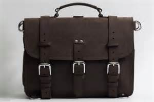 intip tas laptop maskulin untuk pria bergaya republika