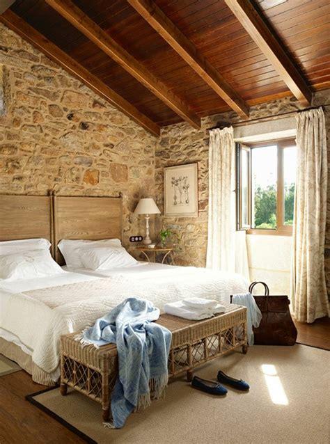 chambre avec plafond en pente le mur en apparente en 57 photos