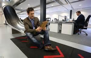 escritorio quinto andar boss installs giant slide in office so employees can move