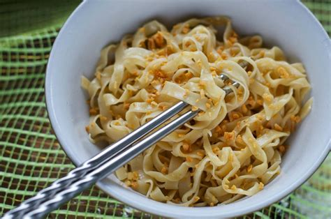 indonesian medan food mie lebar bawang putih vegetarian