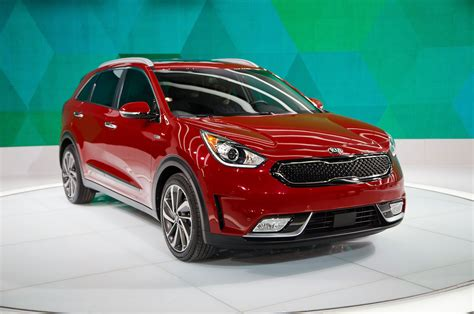 2017 kia niro hybrid look review motor trend