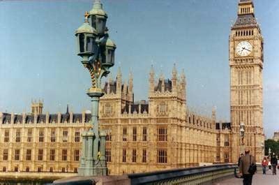 Miniatur Jam Big Ben Oleh Oleh Negara Inggris 10 negara yang memiliki bangunan indah sebagai simbol icon tersendiri di dunia