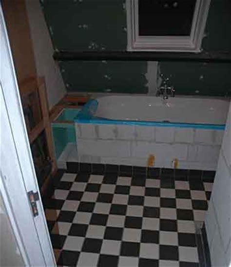 hoekbad plaatsen hoekbad zonder kunststof voorwand plaatsen
