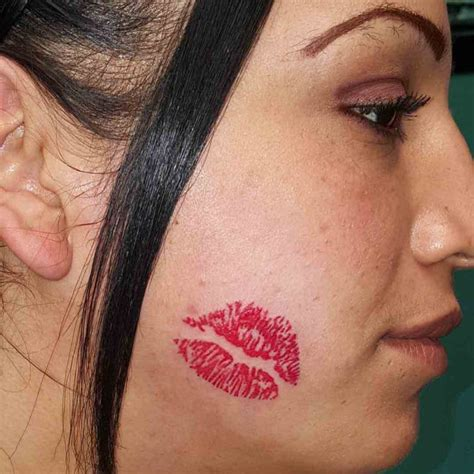 tattoo pictures of kissing lips kiss lips tattoo best tattoo ideas gallery