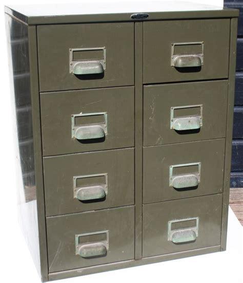 armoires industrielles 2 armoires de rangement industrielles avec 8 tiroirs