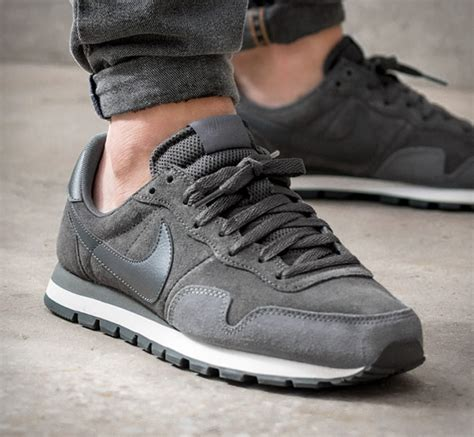 nike air pegasus  leather